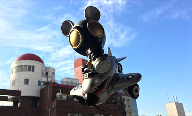 """Ron English x BlackBook Toy Mousemask Murph'y in Airplane """"Tokyo Gold"""" edition"""