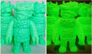 両腕が異なる偶像怪獣イドラ(グリーン蓄光)