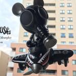 """2017年8月16日0時よりBlackBook Toyが本シリーズラスト2番めの「Mousemask Murphy in Airplane""""Shadow""""edition」を発売!"""