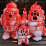 2018年3月17日に「第七回ドキドキ大阪ソフビ万博」開催! そこに参加するアートジャンキー東京が「とぐろ怪獣シットン&ミニシットン」と「ソフトマン」新色を準備中!