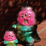 2018年4月7日より墓場の画廊WESTにてART JUNKIE製「とぐろ怪獣シットン&ミニシットン(墓場の画廊(大阪店)別注カラー)」を限定発売!