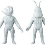 2019年4月発表の[東映レトロソフビコレクション]原型スクープは『仮面ライダーV3』 から「ドクロイノシシ」と『仮面ライダー』から「クラゲダール」!