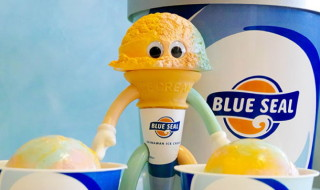 2019年6月27日より[FLAVORS フレーバーズ]新作、ブルーシール × ヴィレッジヴァンガード × duneの「Mr.Blue Seal」をショップ・ヴィレッジ・ヴァンガード沖縄エリア限定で発売開始!