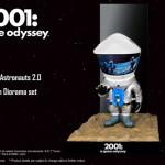 X-PLUSからSF映画の金字塔 『2001年宇宙の旅』の「デフォリアル アストロノーツ 2.0 モノリスジオラマセット 」が新登場!